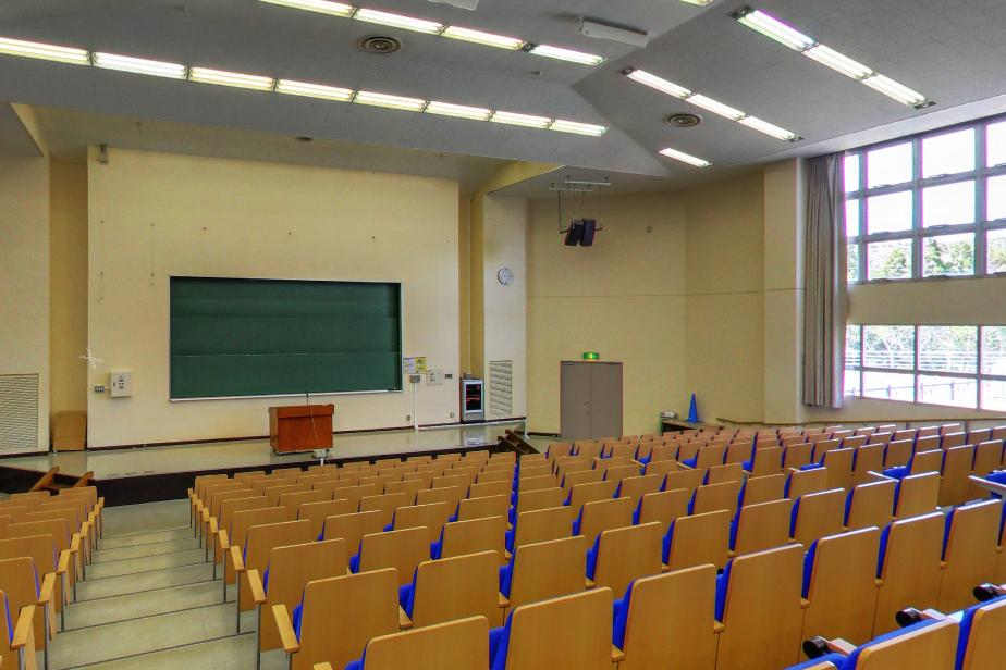 1号館 1114教室