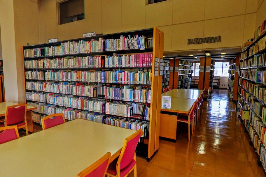 4号館 図書館